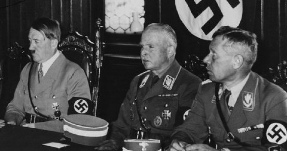 На самом деле, подлинная история отречения Эдуарда от трона неизвестна, и похоже, история о великой и вечной любви была не более, чем прикрытием.  Архивы, содержащие документы того периода, до сих пор закрыты, как закрыты и архивы, касающиеся отношений правящей династии с лидерами нацистов.